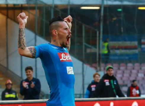 Đội trưởng Napoli và niềm vui khi lập kỷ lục. Ảnh:PA.