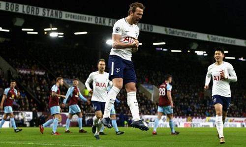 Harry Kane lập hat-trick, Tottenham vượt Arsenal