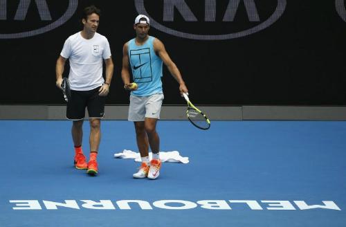 Nadal cùng HLV mới Carlos Moya. Ảnh: Reuters.