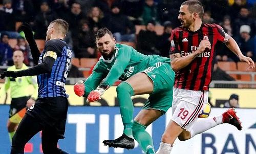 Antonio Donnarumma, trong lần đầu tiên ra sân, có những pha cứu thua quan trọng cho Milan. Ảnh: AP.