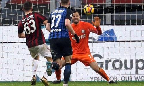 Cutrone ghi bàn quyết định cho Milan. Ảnh: EPA.