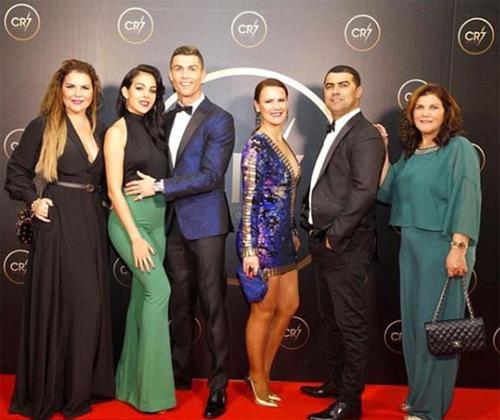 Ronaldo tự tổ chức Gala mừng thành công trong năm 2017