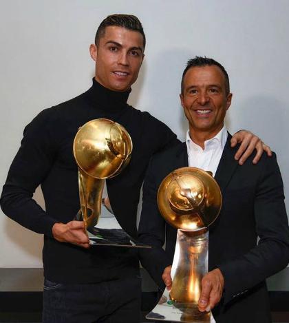 Ronaldo và Jorge Mendes cùng nhận giải tại Globe Soccer Awards. Ảnh: Instagram.