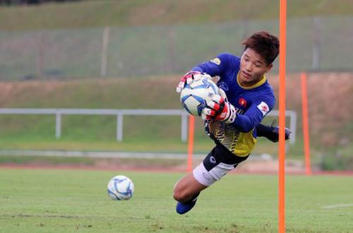 HLV Park Hang-seo loại Phí Minh Long khỏi U23 Việt Nam