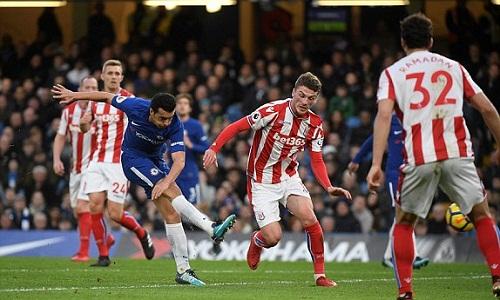 Pedro ghi bàn nâng tỷ số lên 3-0 cho Chelsea. Ảnh: Reuters.