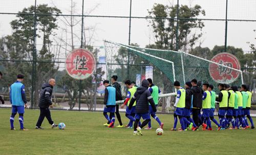 U23 Việt Nam được VFF bố trí sang Trung Quốc sớm để làm quen với thời tiết. Ảnh: VFF