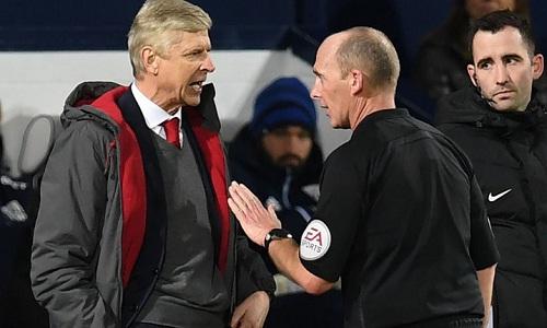 Wenger gặp vạ vì bình luận về trọng tài