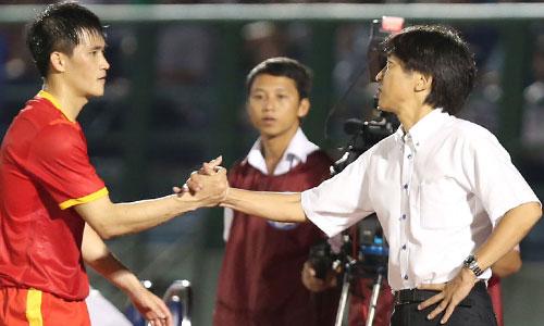 Công Vinh bắt tay hợp tác với thầy cũ nhằm đưa CLB TP HCM có thành tích ở mùa bóng tới. Ảnh: Đức Đồng.