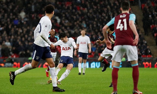 Bàn thắng muộn của Son Heung-min giúp Tottenham thoát hiểm. Ảnh: Reuters.