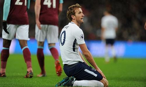 Kane tiếp tục thi đấu mờ nhạt trong các trận derby London. Ảnh: Mail Online.