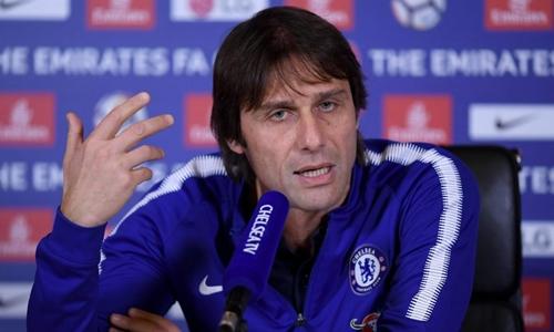 Conte khẩu chiến quyết liệt với Mourinho. Ảnh: PA.