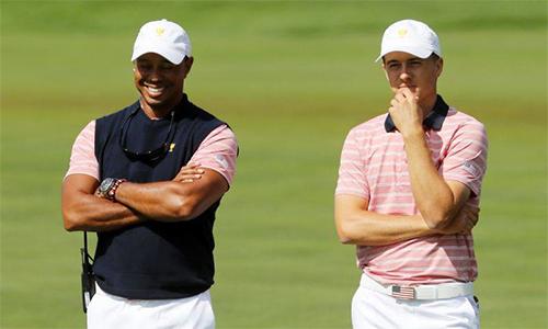 Jordan Spieth đánh giá cao quá trình chuẩn bị trở lại PGA Tour của Tiger Woods. Cả hai từng góp mặt trong thành phần tuyển Mỹ vô địch Presidents Cup 2017, nơi Woods sắm vai đội phó. Ảnh: Reuters.