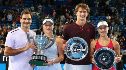 Federer, Bencic, Zverev và Kerber bên cạnh giải thưởng. Ảnh: Hopman Cup.