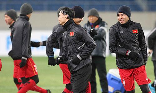 Dù thời tiết rất lạnh nhưng cầu thủ U23 Việt Nam tích cực tập luyện chuẩn bị cho giải đấu cấp châu lục. Ảnh: Anh Khoa.