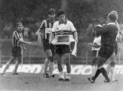 Miura (áo trắng) từng cùng Coritiba vô địch bang Parana.