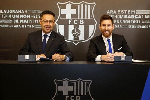 Messi ký hợp đồng với Barca hồi đầu mùa 2017-2018. Ảnh: FCB