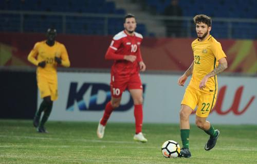 Daniel De Silva là nhân tố quan trọng nhất của Australia ở khu trung tuyến. Ảnh: AFC