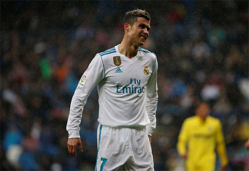 Ronaldo liên tục dứt điểm mà bóng không chịu vào lưới.