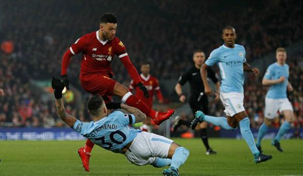 Màn trình diễn tuyệt vời của Oxlade-Chamberlain có thể là câu trả lời cho sự ra đi của Coutinho. Ảnh: Reuters.