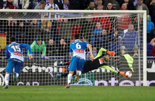 Diego Lopez trở thành đối thủ khó chịu nhất của Messi trên chấm 11m