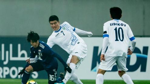 Nhật Bản lép vế trước lối chơi quyết liệt của Uzbekistan. Ảnh: AFC.