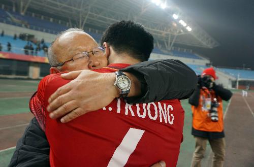 """HLV Park Hang-seo: """"Tặng chiến thắng của Việt Nam cho vợ con và mẹ già 97 tuổi"""""""