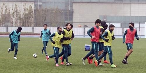 HLV Qatar lo ngại về tốc độ của Việt Nam vàyêu cầu học trò hạn chế mắc sai lầm