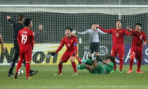 Xuân Trường, với băng thủ quân trên tay, là đầu tàu của U23 Việt Nam. Ảnh: Anh Khoa.