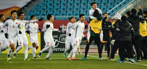 """Báo chí Hàn Quốc: """"Đây là bóng đá Việt Nam sao?"""""""