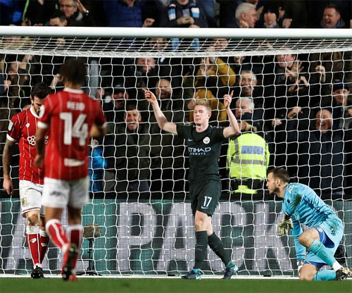 De Bruyne ấn định chiến thắng cho Man City. Ảnh: Reuters
