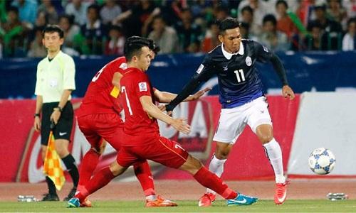 Chan (áo xanh) trong một lần đối đầu với Việt Nam.