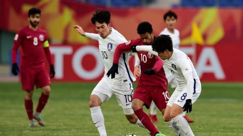 Afif (áo đỏ, số 10) xứng đáng là cầu thủ hay nhất trận. Ảnh: AFC.