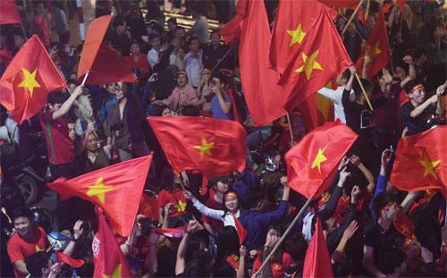 Việt Nam gây ấn tượng bằng phong cách quả cảm của đội tuyển và hàng triệu CĐV xuống đường mừng chiến thắng.