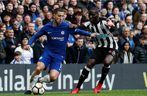 Hazard là trung tâm trong những pha lên bóng của Chelsea. Ảnh: AFP.