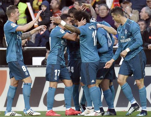 Ronaldo lập cú đúp penalty, Marcelo ghi tuyệt phẩm giúp Real đại thắng