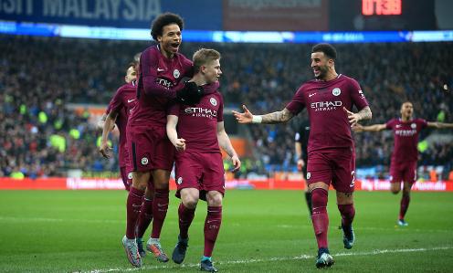 Cầu thủ Man City chia vui sau bàn thắng của De Bruyne. Ảnh: AFP.