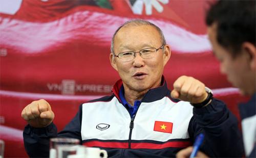 HLV Park ấn tượng mạnh với sự cuồng nhiệt của CĐV Việt Nam. Ảnh: Đức Đồng.