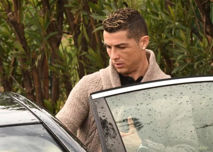 Ronaldo và bạn gái căng thẳng trong ngày sinh nhật
