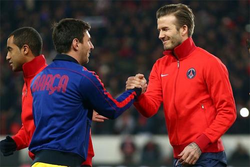 Messi đấu với Beckham trong trận PSG - Barca năm 2013. Ảnh: Reuters