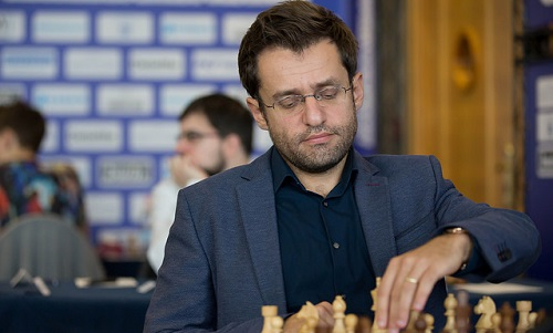 Aronian tiếp tục khiến Quái thú Lyon Vachier-Lagrave khóc hận. Ảnh: GCF.