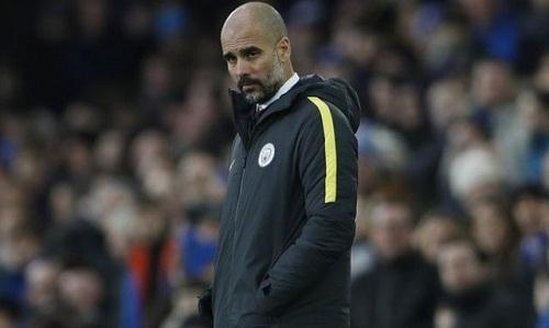 Guardiola chỉ sắp sáu cầu thủ dự bị ở trận gặp Burnley. Ảnh: Reuters.