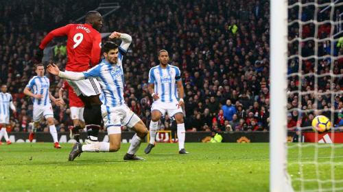 Bàn thắng của Lukaku mở ra chiến thắng cho Man Utd. Ảnh: REX.