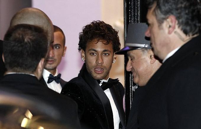 Neymar đâyn 200 khách dự tiệc sinh nhật thứ 26