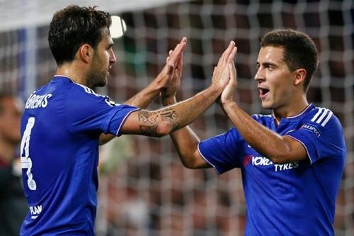 Fabregas và Hazard đã sát cánh có nhau từ hè 2014. Ảnh: Reuters.