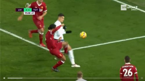 Đã có tác động từ Van Dijk có Lamela ở quả penalty thứ hai.