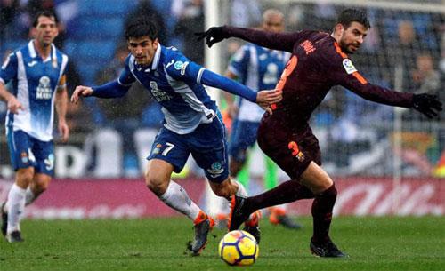 Espanyol chơi rất quyết tâm trong trận derby Catalonia.