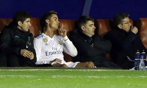 Sa sút phong độ, Ronaldo đón sinh nhật buồn