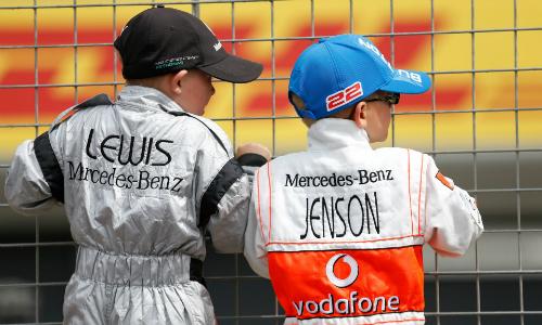 Những tay đua nhí sẽ thay người mẫu xuất hiện trên những con phố đua kể từ mùa F1 2018. Ảnh: Guardian.