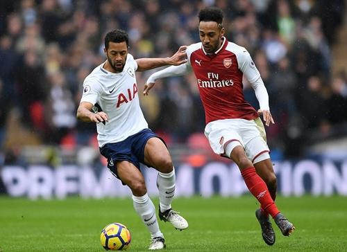 Wenger chê hàng công Arsenal trong trận thua Tottenham
