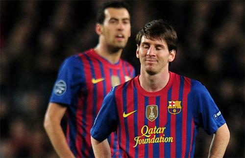 Messi thất vọng vì sút hỏng phạt đền trong trận gặp Chelsea sáu năm trước. Ảnh: Reuters